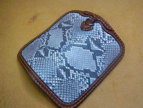 ダイヤモンドパイソン革財布